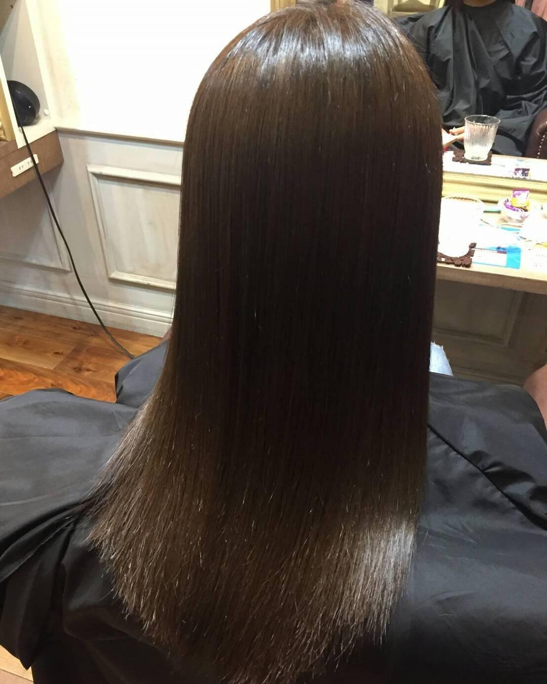 艶黒髪ロングヘアの女性