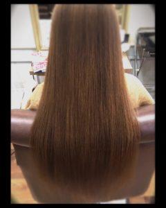 艶美髪ロングヘアの女性